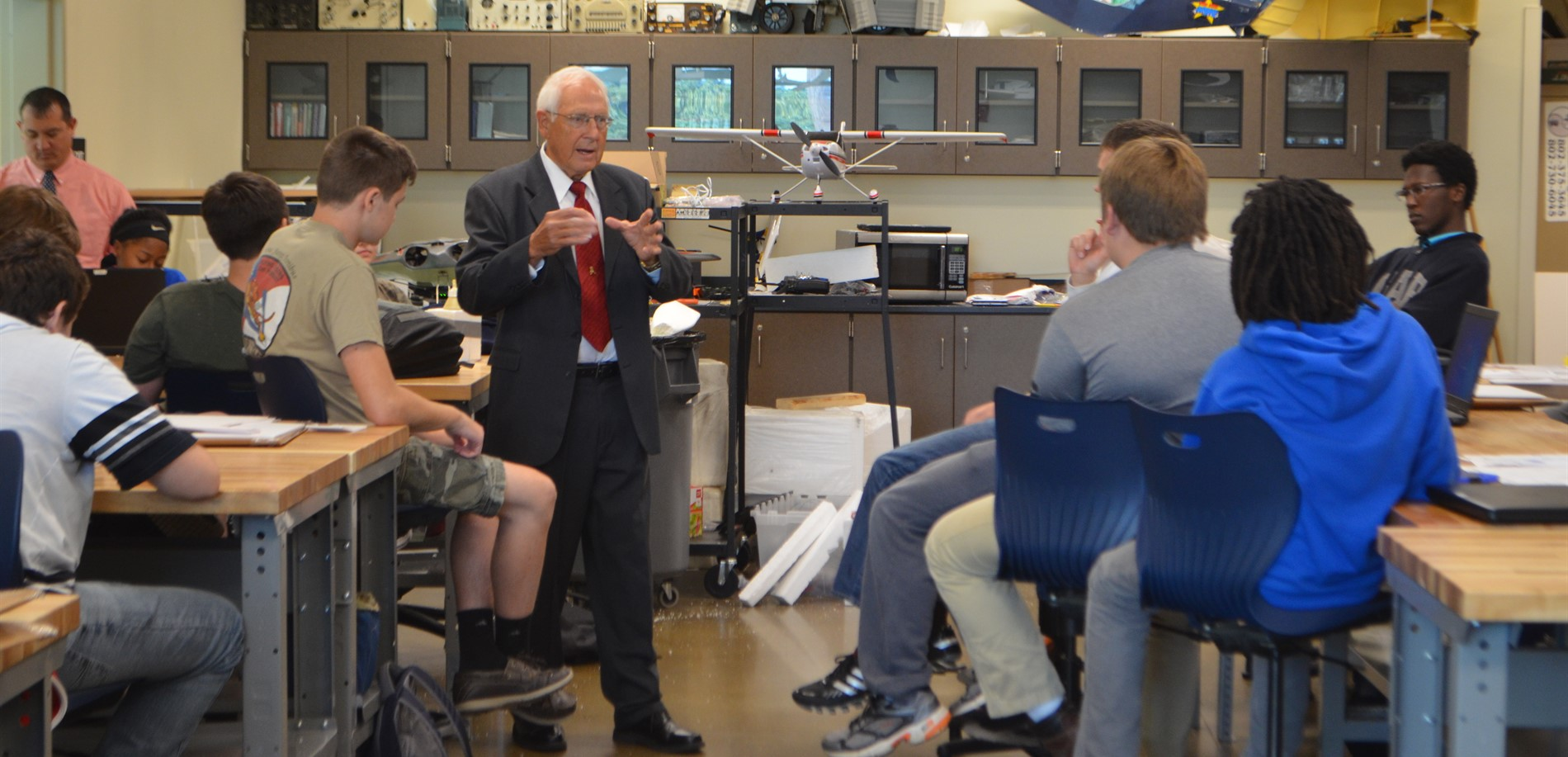 2017 Distinguished Alumni honoree Paul McCarty spoke to Air & Space Academy students at EC3.