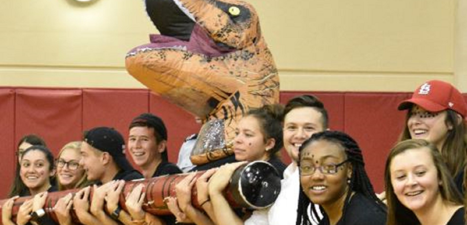 Seniors show their spirit at the Homecoming Pep Rally